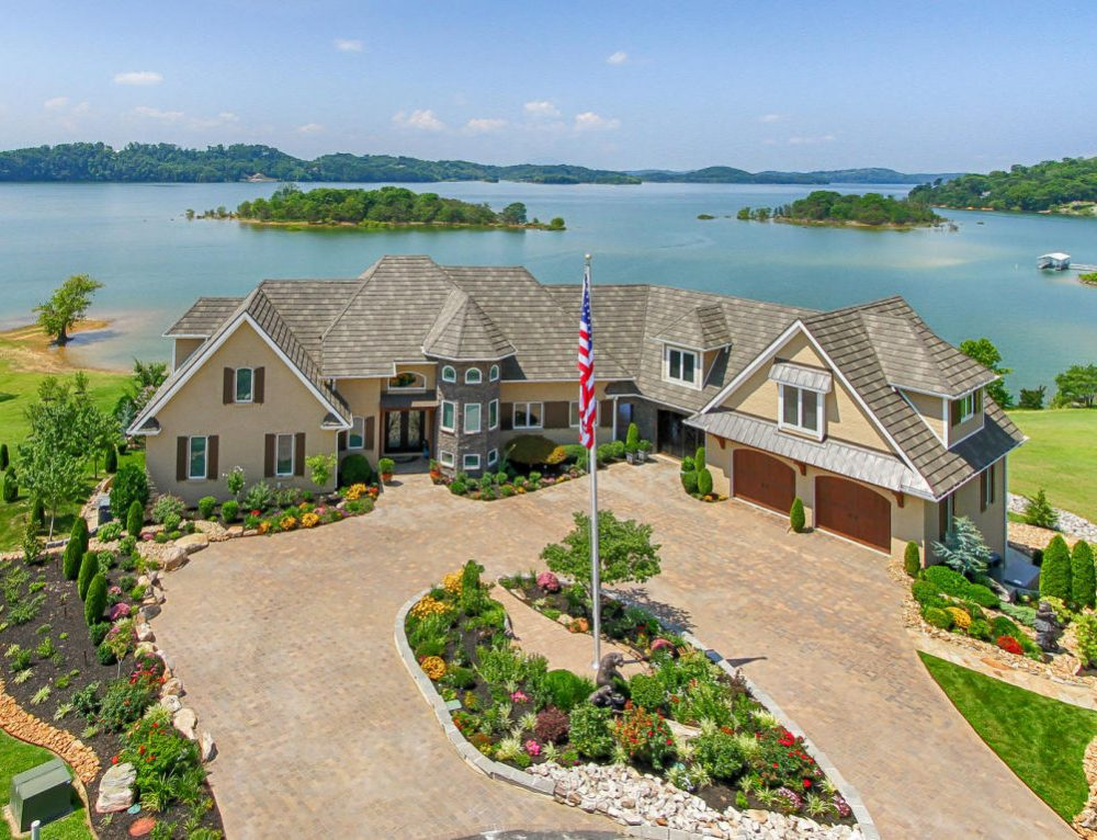 Global Luxury Spotlight – 450 Riverbend Drive Dandridge, TN, 37725