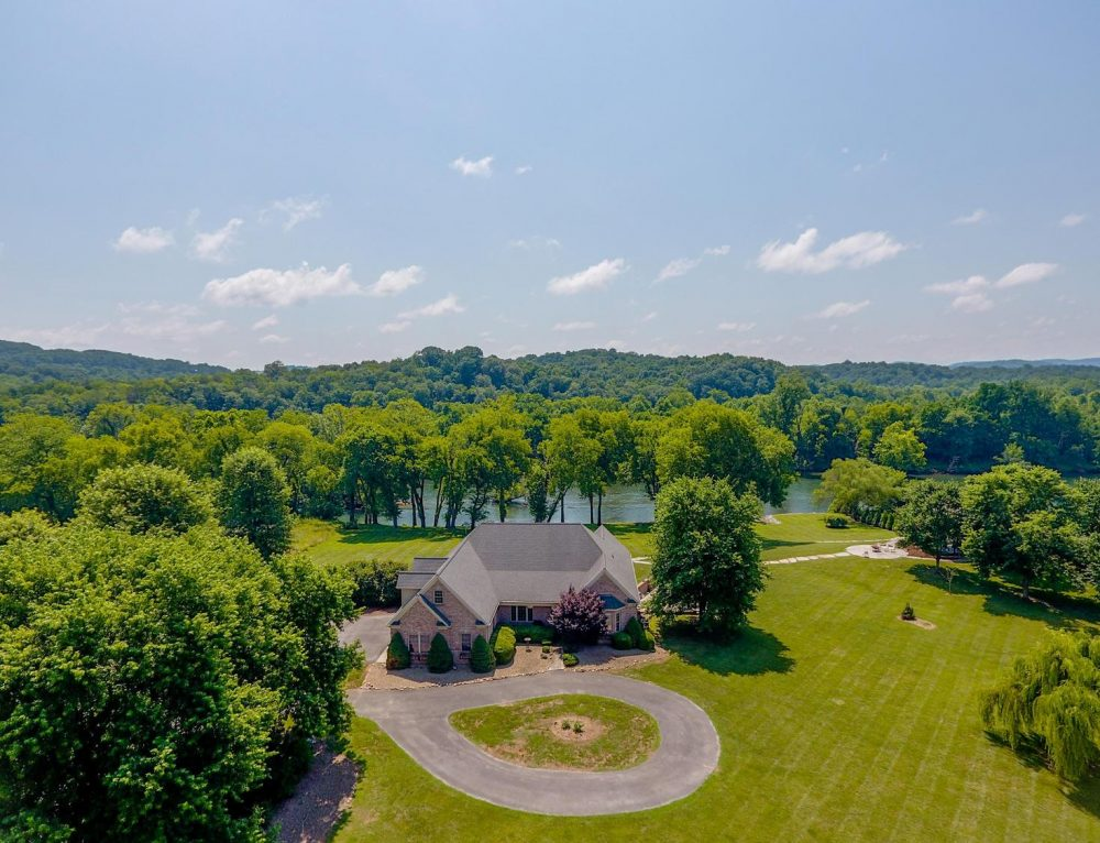 Global Luxury Spotlight – 985 Cliff Top Rd Blaine, TN 37709