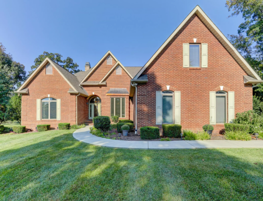 Global Luxury Spotlight – 330 Conkinnon Drive Lenoir City, TN