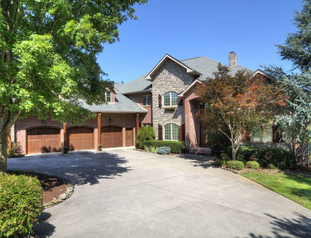 Global Luxury Spotlight – 575 Conkinnon Drive Lenoir City, TN