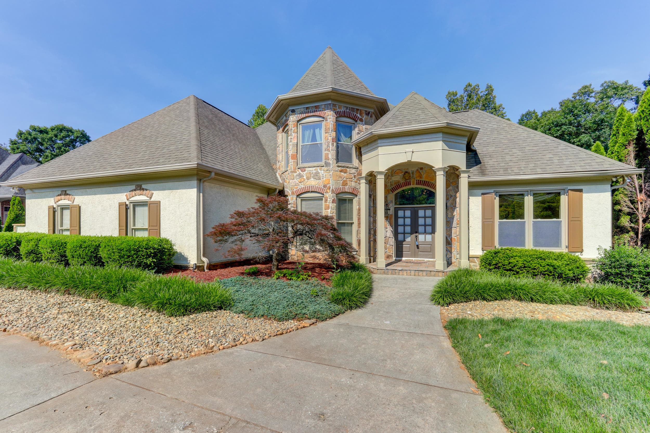 Global Luxury Spotlight – 7046 Duncans Glen Drive Knoxville, TN