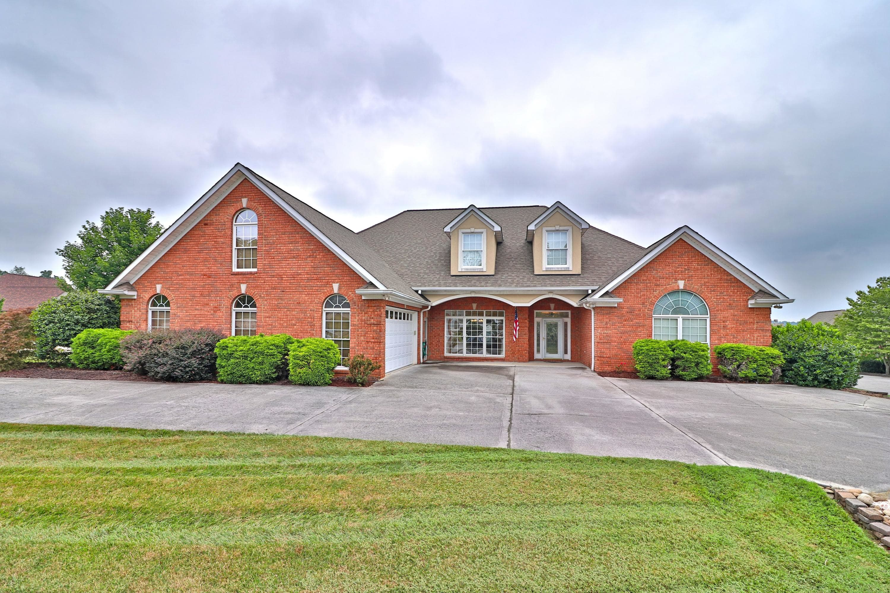 Global Luxury Spotlight – 210 Oak Chase Boulevard Lenoir City, TN