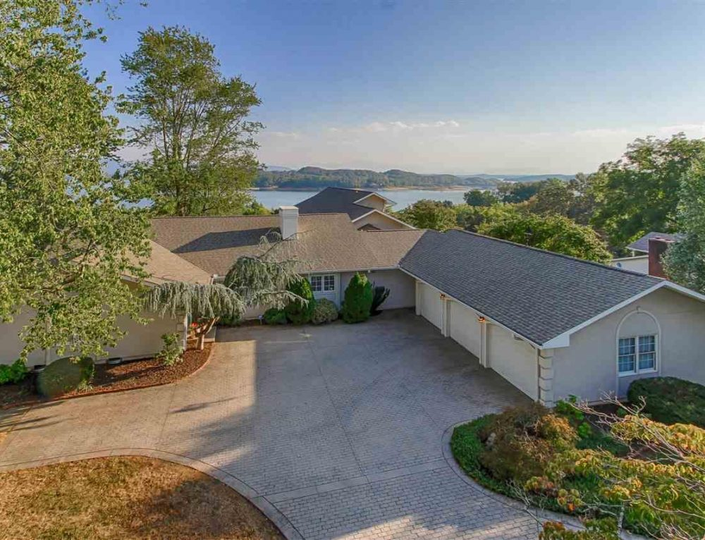 Global Luxury Spotlight – 1266 Lakeview Drive Dandridge, TN